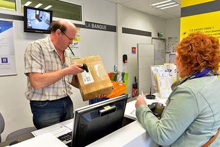Retourner un colissimo chez un e commerçant : en bureau de poste