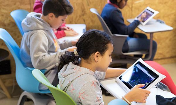 tablettes sqool dans l'école de cluis
