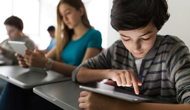 La Poste équipe les écoles, collèges et lycées en tablettes